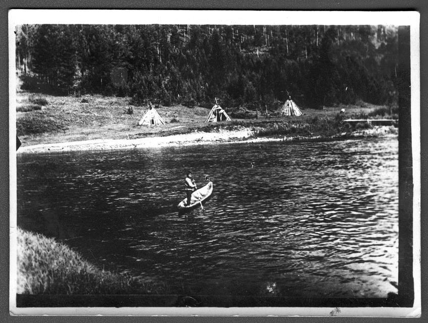 Тутурские тунгусы. Река Каренга. Стоибище Муриниа.jpg