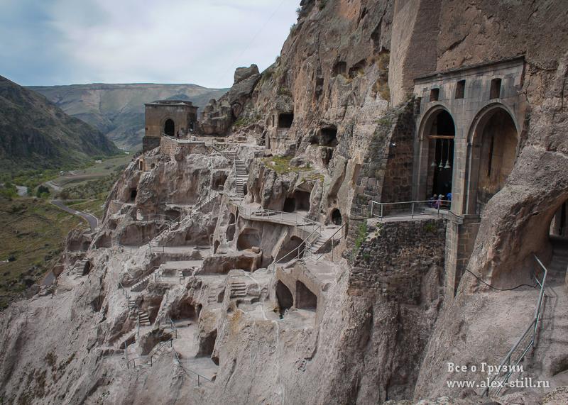 Пещерный город Вардзиа привлекает тысячи туристов