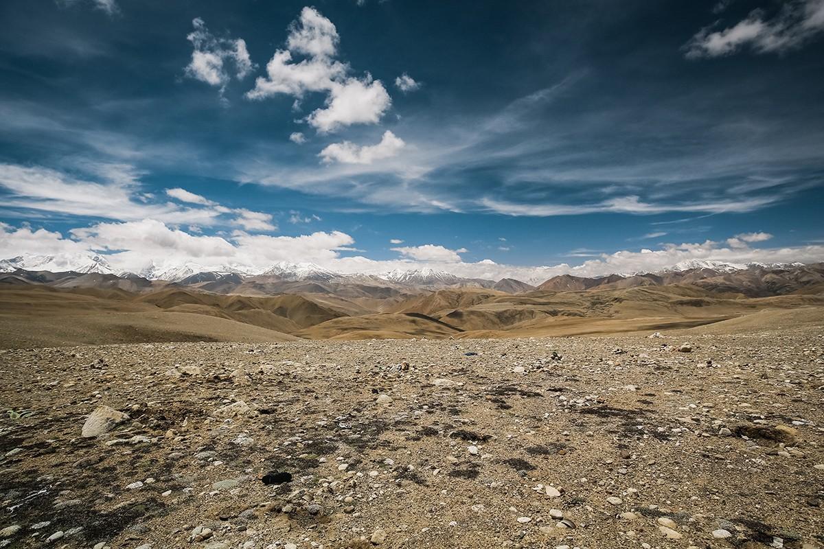8. Надо отметить, что находиться на перевалах очень тяжело. Мы попали на первый перевал в 5300 м чер