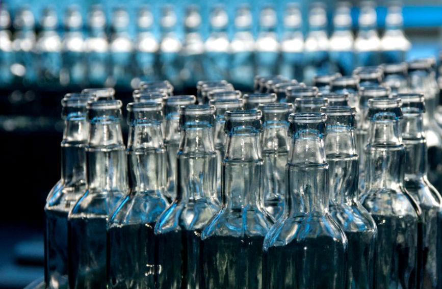 Стеклянная тара может использоваться бесконечно, ведь стекло относиться к категории материалов, кото