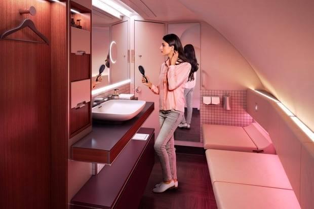 Qatar Airways предоставляет самую большую уборную на борту самолета из всех существующих.