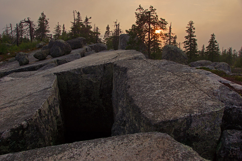 12. Мнения ученых по поводу возникновения этого природного памятника разделились. Одни предпола