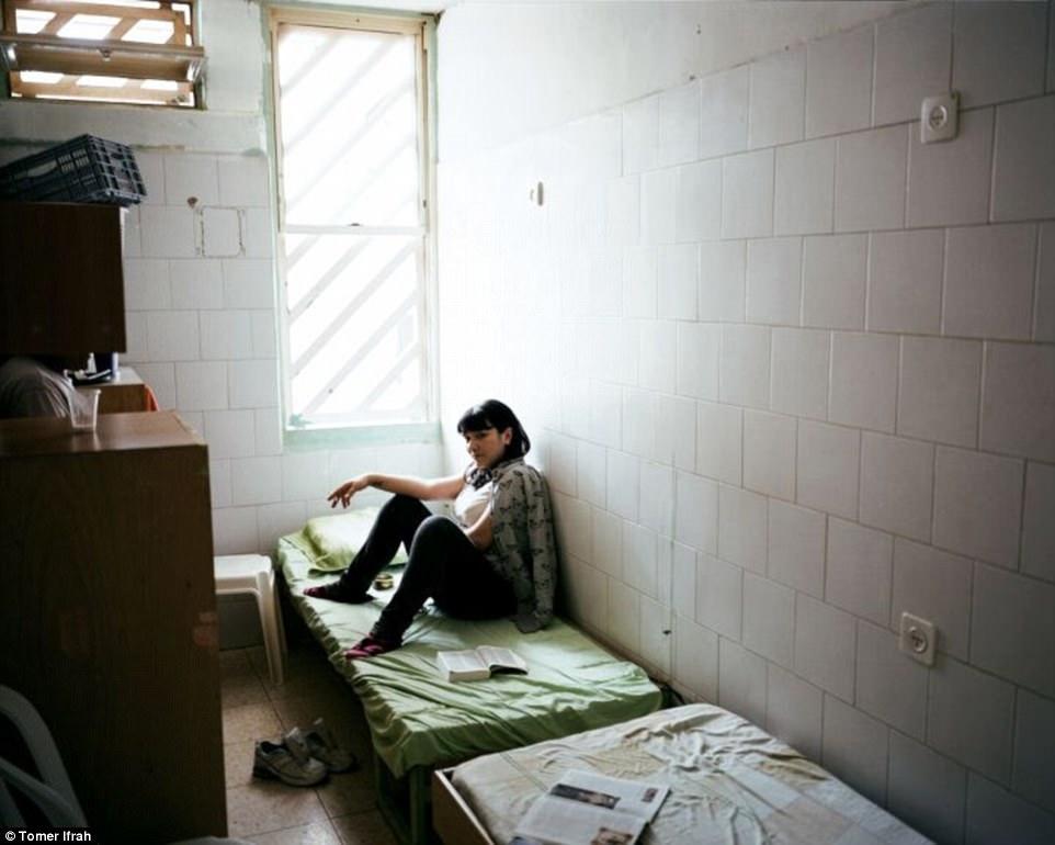 Она видела, как в одной камере жили 150 женщин, некоторые из них с детьми.