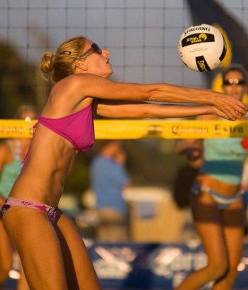 Причины, по которым мужчины обожают смотреть женский пляжный волейбол