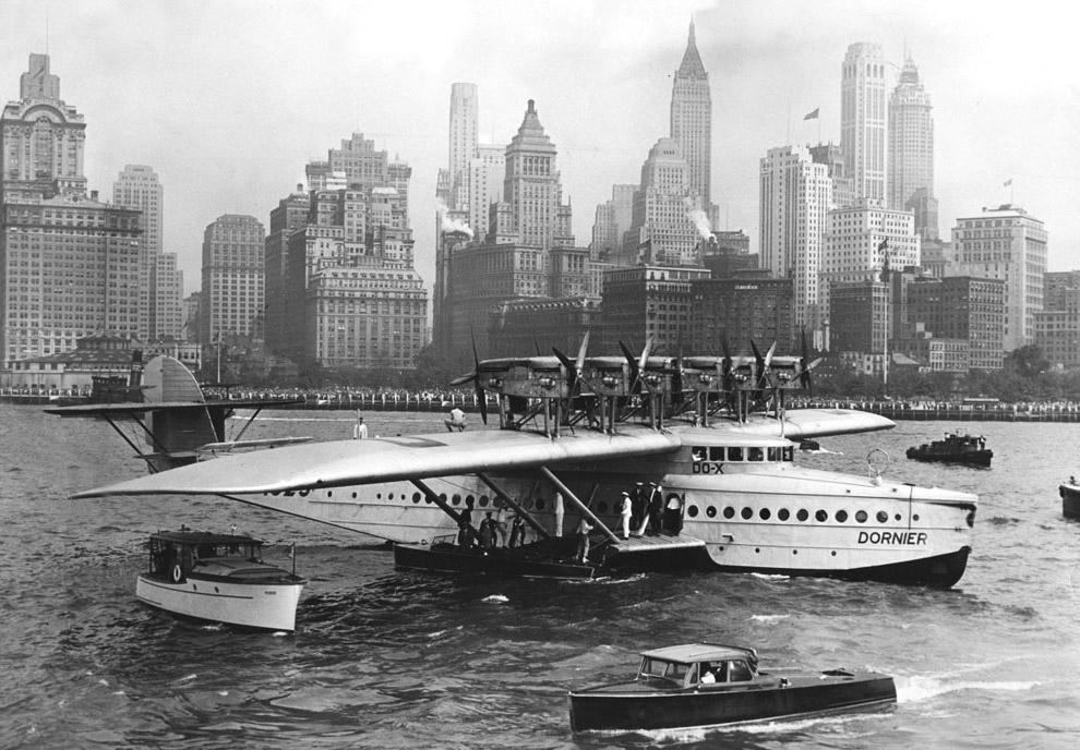 20. Встреча двух немецких гигантов — летающей лодки Do-X и дирижабля «Граф Цеппелин».