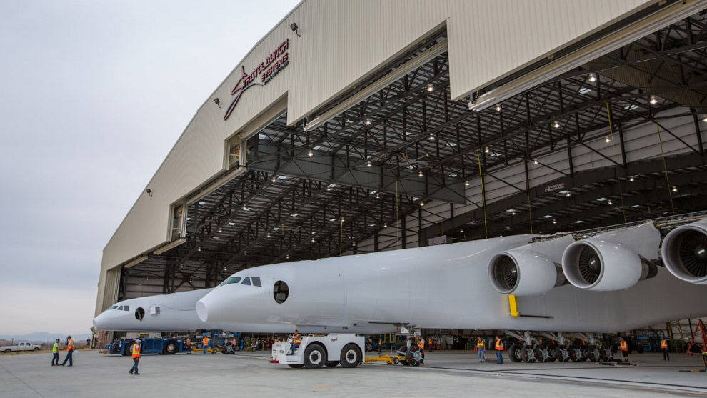 Таким образом, самолет Stratolaunch будет почти на 20 метров шире легендарного «H-4 Геркулес», на 30