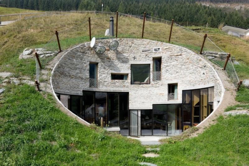Вилла, Вальс, Швейцария Причиной строительства подземной виллы был местный закон: власти запретили в