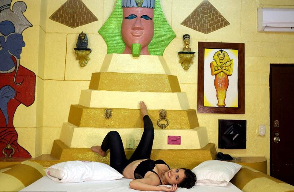 Kiss Me: колумбийский мотель на час, где можно сыграть в любую ролевую игру