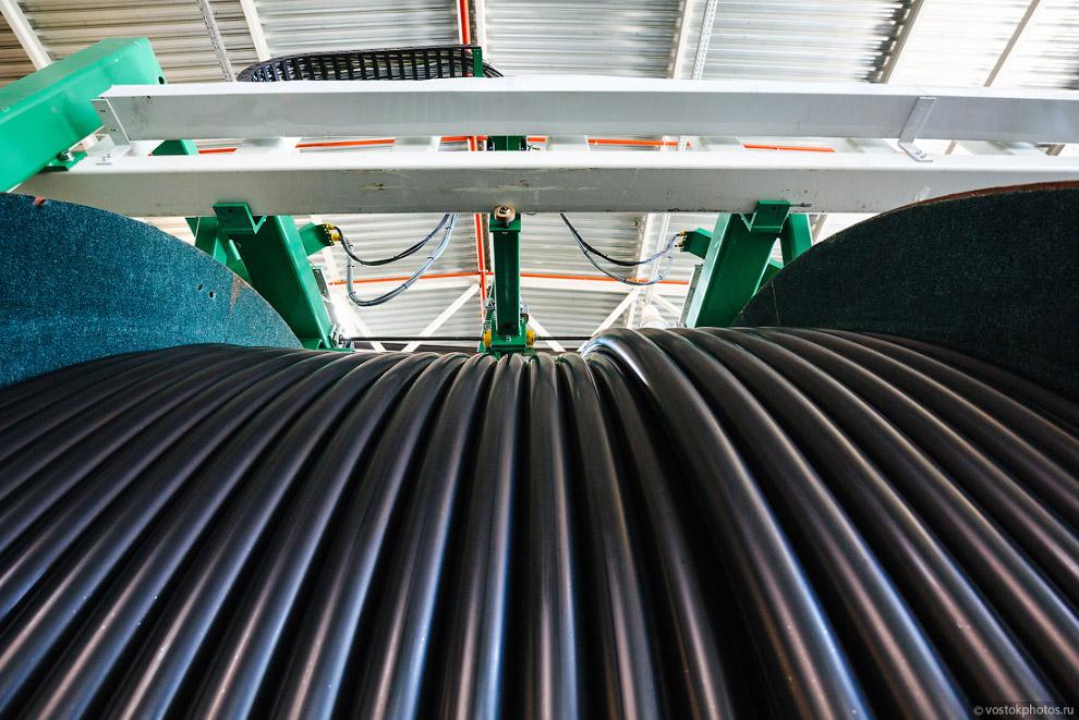 23. Последний этап производства — наложение оболочки и маркировка кабеля, а потом уже на испыта