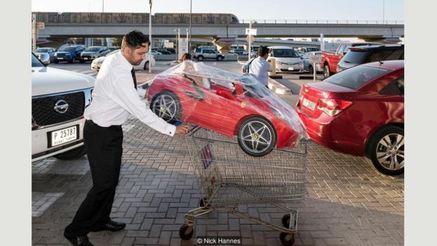 «90 процентов населения Дубая — экспаты, — рассказал Ханнес. — В этой неоднородной группе я решил со