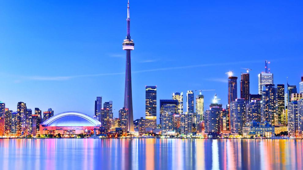 Торонто — самый многонациональный город Канады, около 49% его жителей являются иммигрантами.