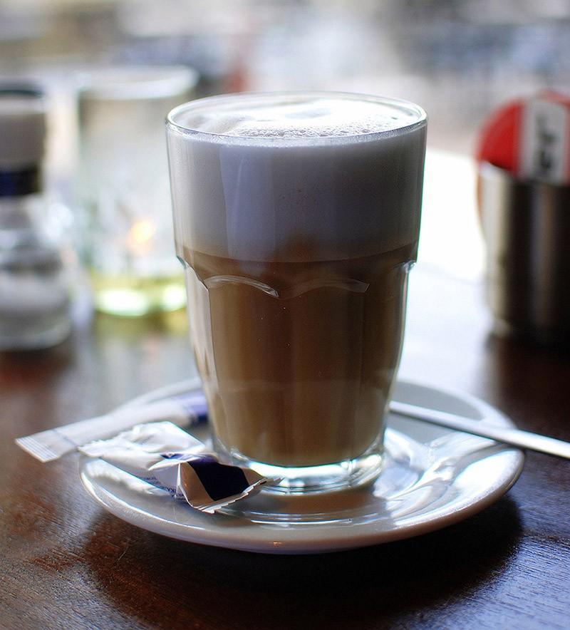 18. «Неправильный кофе», или просто кофе с молоком. (Takeaway) Напоминаем, что Fotojoin.ru есть в Tw