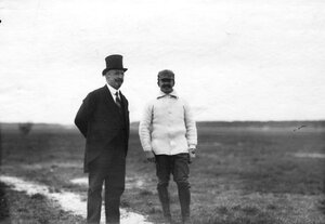 Летчик Адольф Пегу (справа) и председатель Императорского Всероссийского аэроклуба И.Б..Стенбок-Фермор на аэродроме