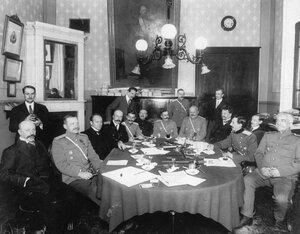 Группа членов аэроклуба на празднике по случаю окончания 4-й авианедели. 1-й ряд слева направо 5-й  Е.В.Руднев, 7-й С.А. Немченко, 8-й В.Ф.Найденов, 10-й  С.А.Ульянин