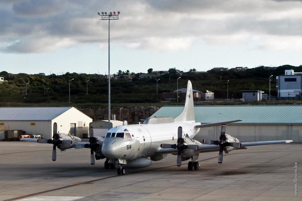 Lockheed_EP-3E_ARIES_II_156514-514_USAF_2_CUR_resize.jpg