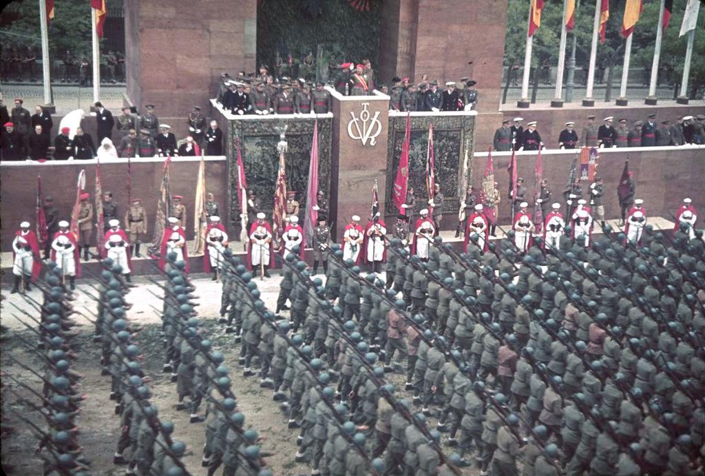 02-Парад франкистов в Испании