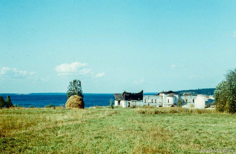 Руины Палеостровского монастыря, Онежское озеро