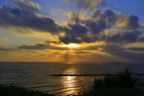 """""""Утомленное солнце нежно с морем прощалось"""""""