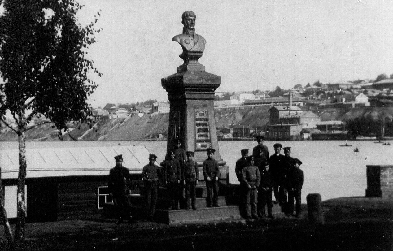 Памятник А.Ф.Дерябину