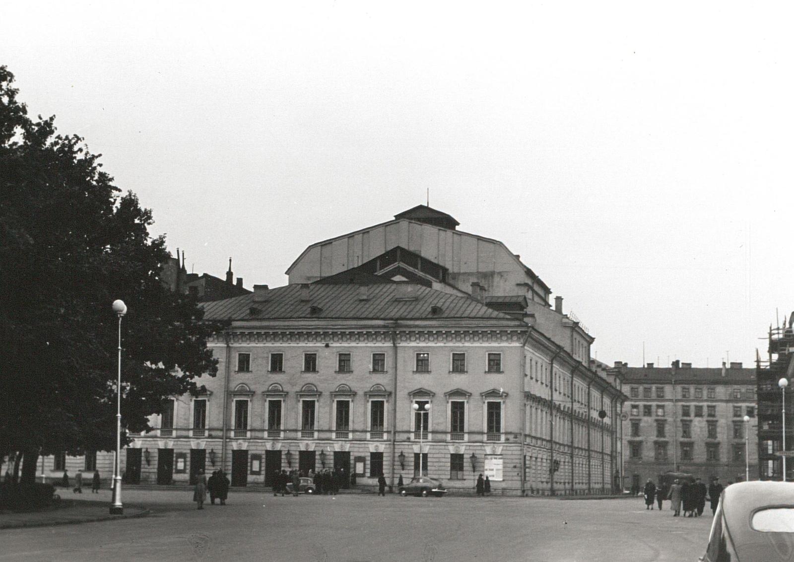 Михайловский театр на площади Исскуств
