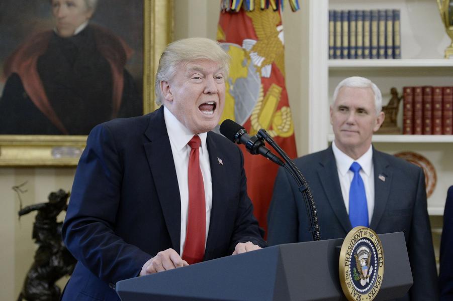 Трамп и Пенс, 31 марта 2017.png