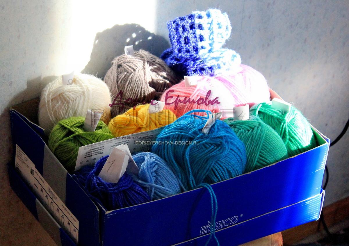 клубки в коробке по спектру, филейное покрывало, сетка, крючок, фото, дизайн Дорис Ершовой