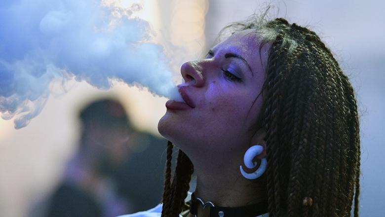 Минздрав собирается запретить электронные сигареты лицам моложе 21 года