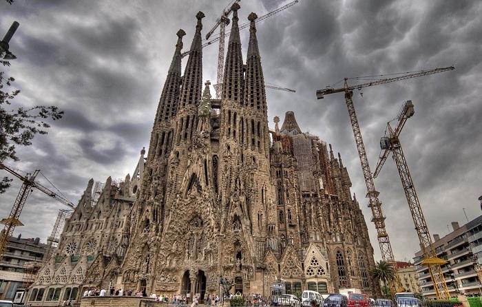 Temple Expiatori de la Sagrada Familia — знаменитое творение Антонио Гауди.
