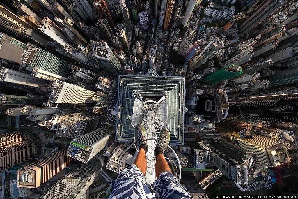 14. ДА! Мы на самом верху шпиля! Это пятое по высоте здание в Гонконге! The Center Tower имеет высот