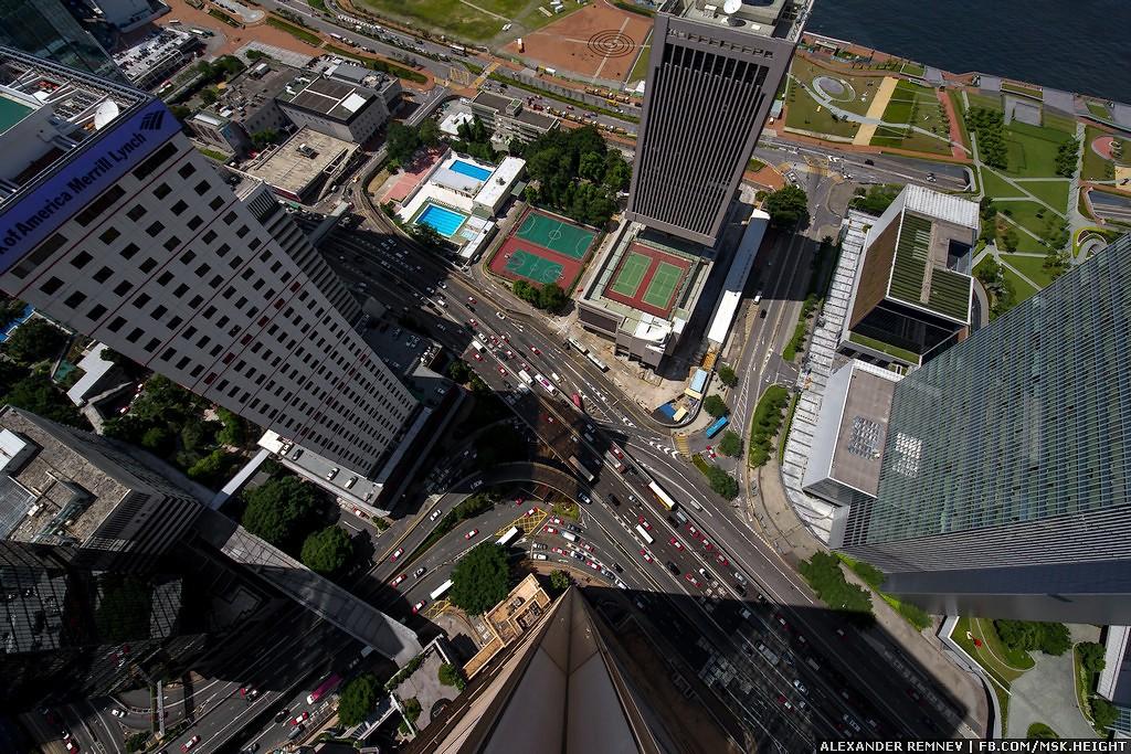 47. Все, наверное, слышали о протестах в Гонконге, так вот, они идут где-то в районе этих улиц.