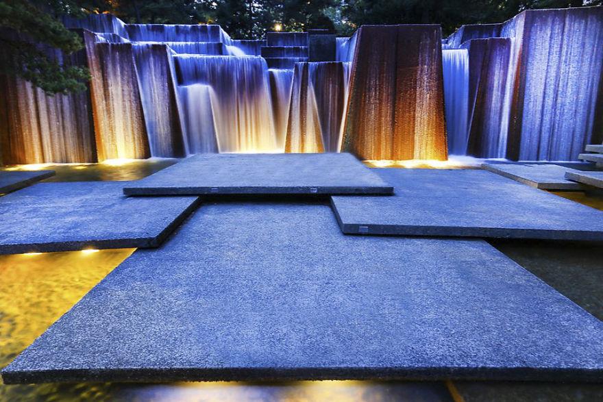Парк Keller Fountain Park был открыт в Портленде в 1970 году. Главная достопримечательность парка —
