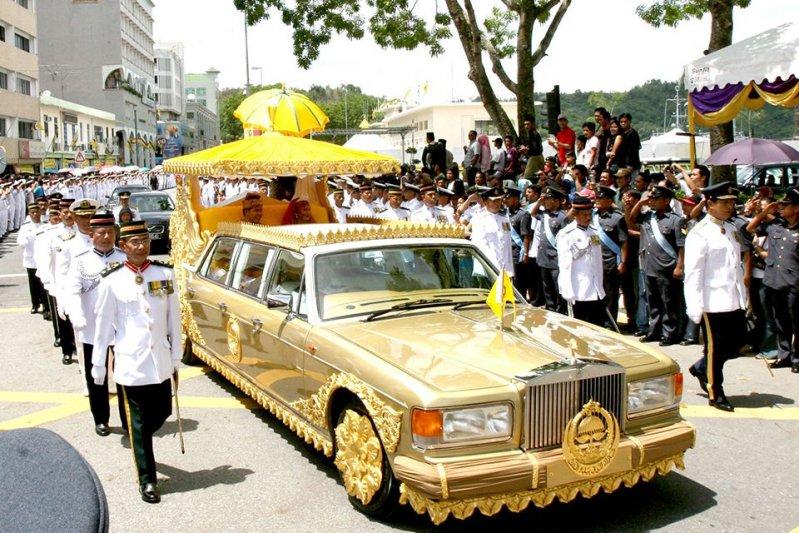 Свадебный лимузин для дочери обошелся Хассаналу Болкиаху в 14 миллионов долларов. У этого «Роллс-Рой