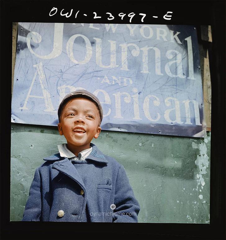 Мальчик, разносящий газеты.