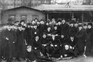 Группа членов русского Национального общества любителей спорта