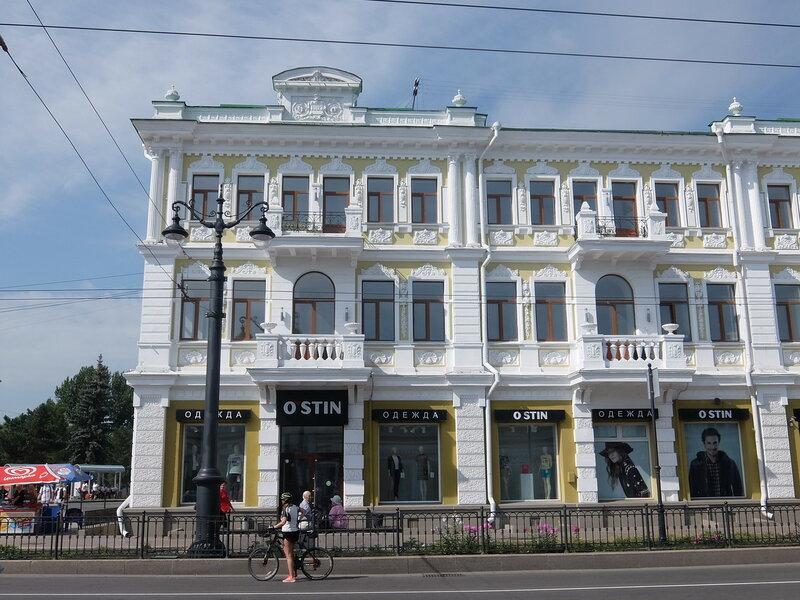 Омск - Здание в начале Любинского проекта