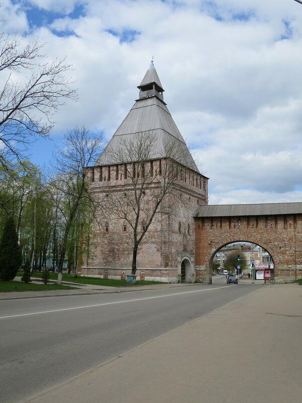 Никольские ворота (15) с приступной стороны