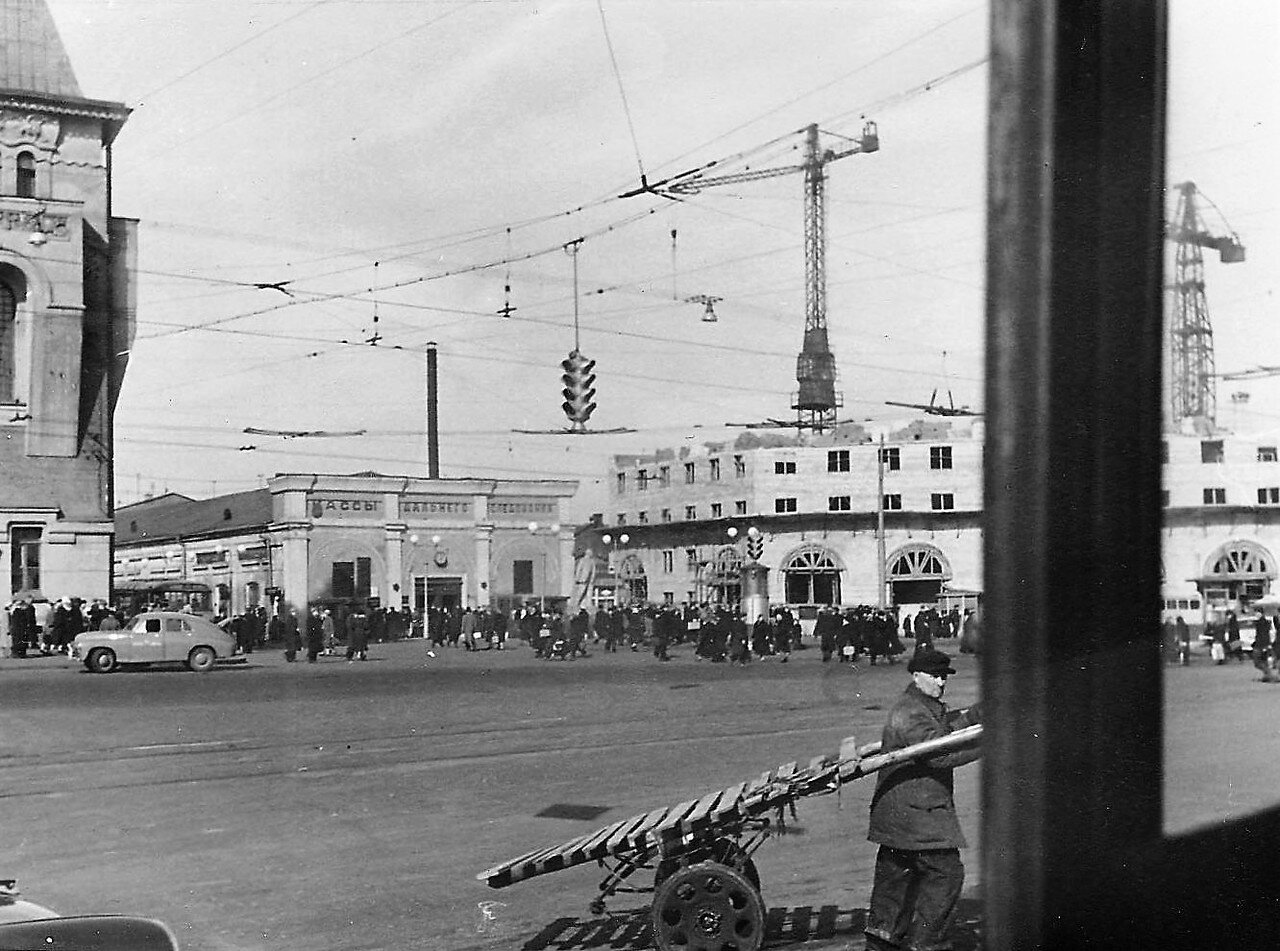 594980 У Ярославского вокзала 1960.jpg