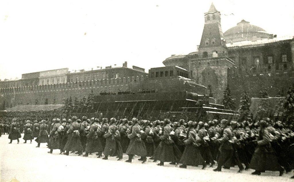 381928 Парад 7 ноября 1941 года Дмитрий Николаевич Бальтерманц.jpg