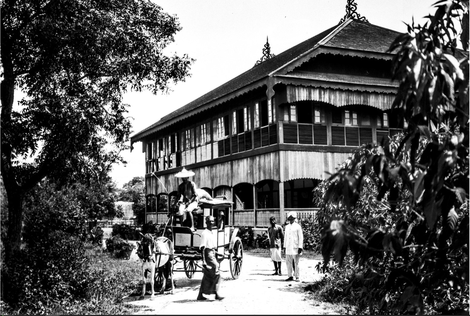 1079. Вид здания в Мандалай