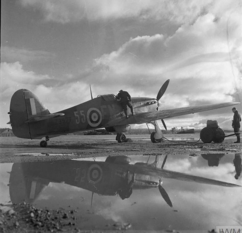«Хоукер Харрикейн Mark IIB» Z3977 81-ой эскадрильи RAF в готовности на затопленном аэродроме