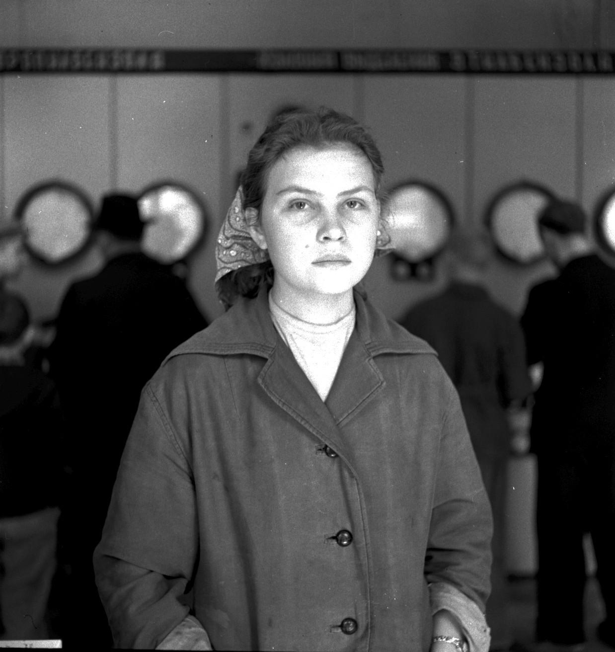 Нефтехимический комплекс. Портрет молодой женщины