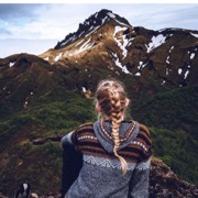 девушка и горы