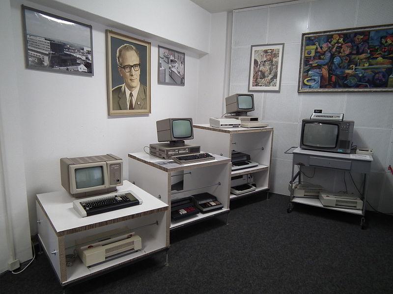 800px-DDR_Museum_Zeitreise_Radebeul_Robotron-Computer.jpg