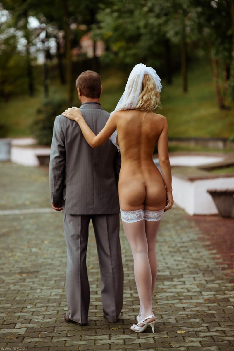 Обнаженные дамы и одетые мужчины