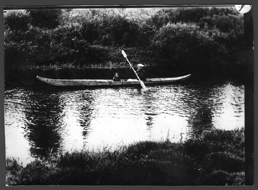 Тутурские тунгусы. Река Тутура. Плавание на волнах.jpg