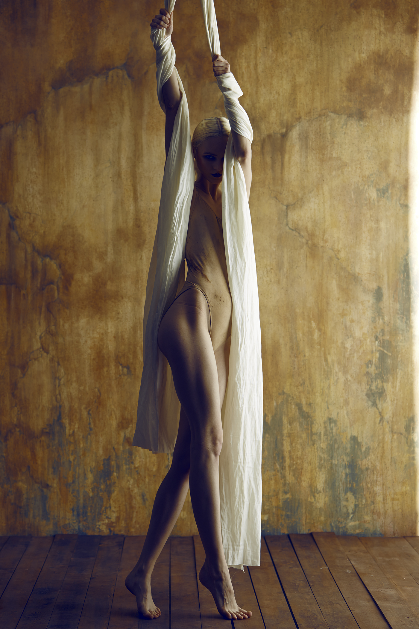 Sculpture Of Muse - Touch of Venus / фото Kelly And Kwokin