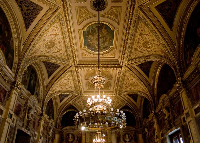 Интерьер оперного театра в Вене