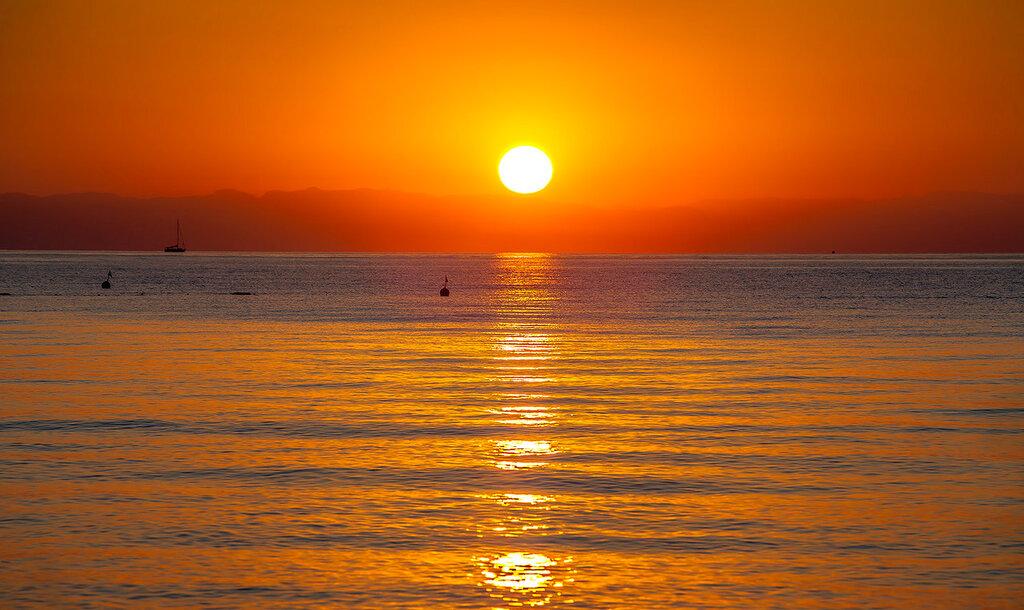 Над морем солнышко всходило...