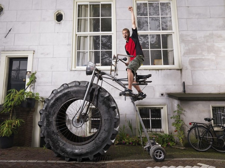 Вероятно, когда-то у голландца Ван дер Бошема был самый маленький велосипед в классе – иначе зачем о
