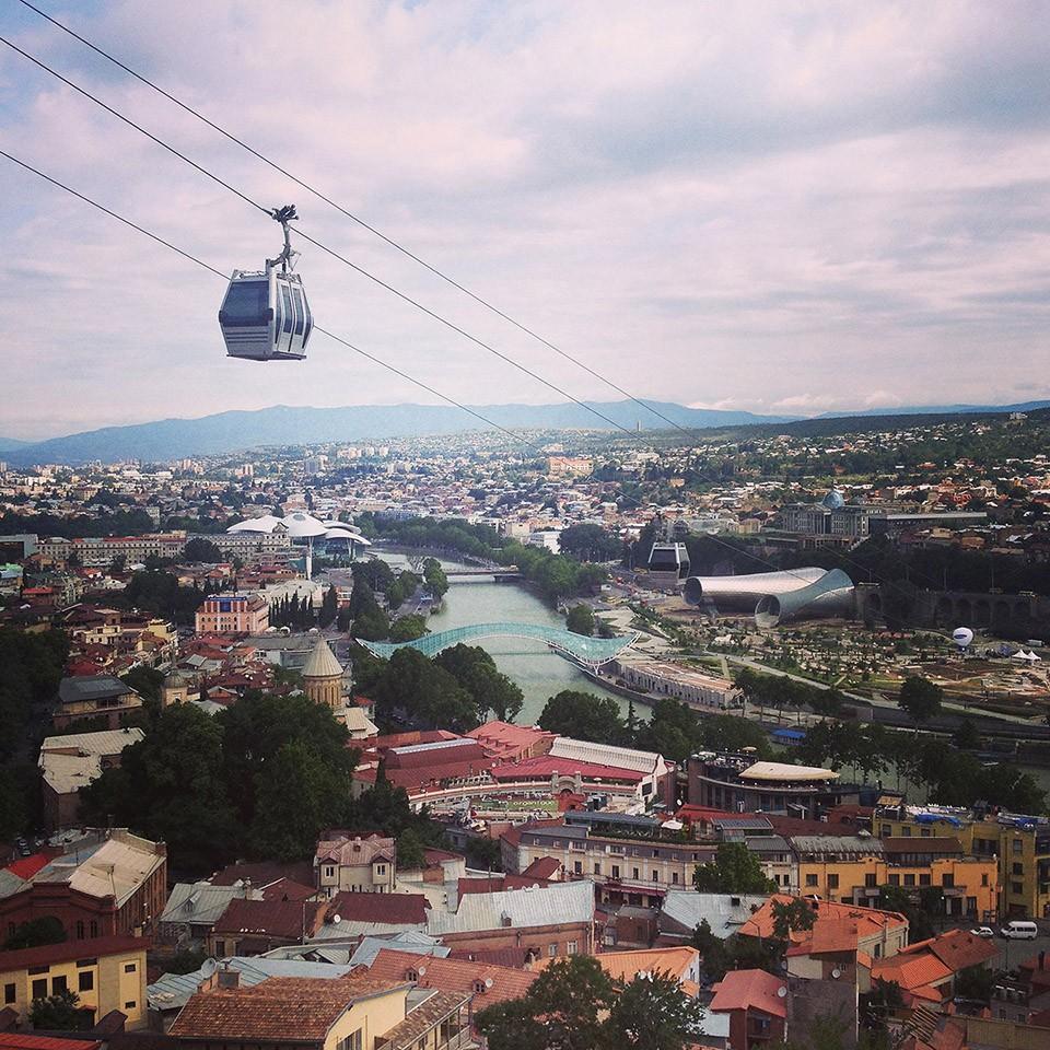 2. В Тбилиси, который мы выбрали как место проживания, нас ждали три приятных открытия. Мы в первые